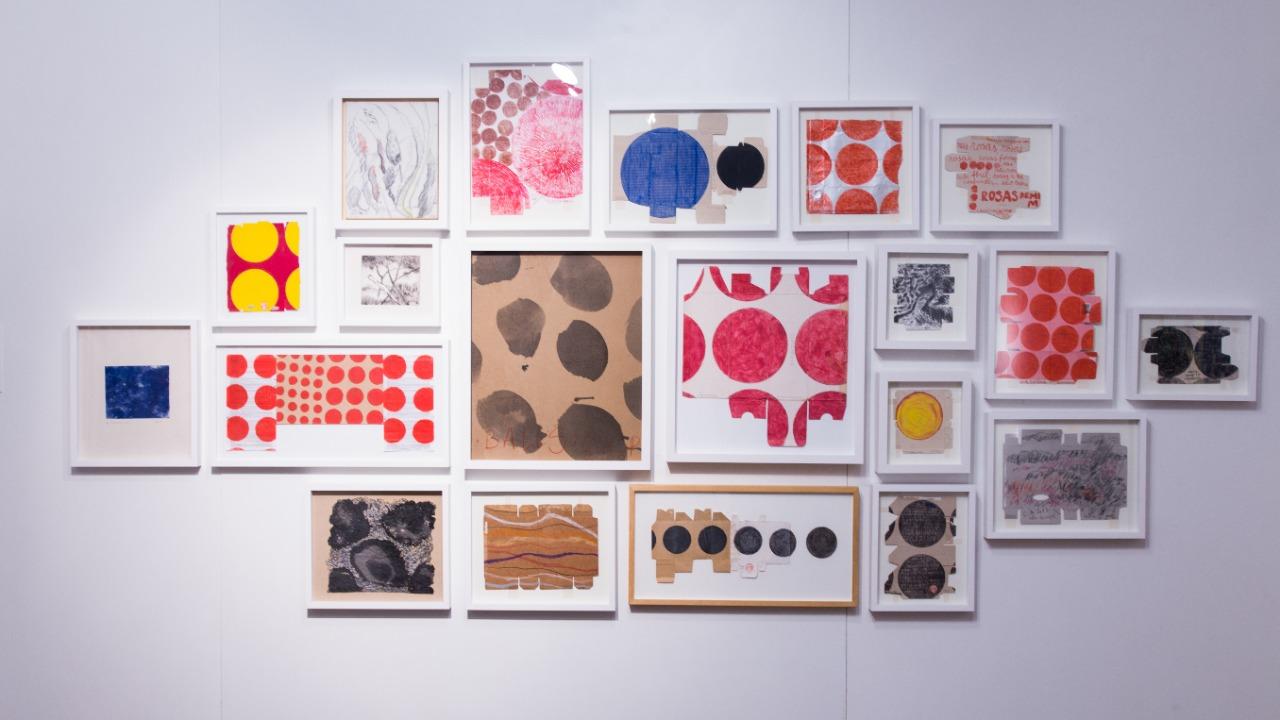 Campos relacionais e outros, Carlos Asp, 1992-2019. Desenhos sobre embalagens, desenho sobre papel, desenho sobre tela, gravura em metal, litogravura. Dimensões variadas.