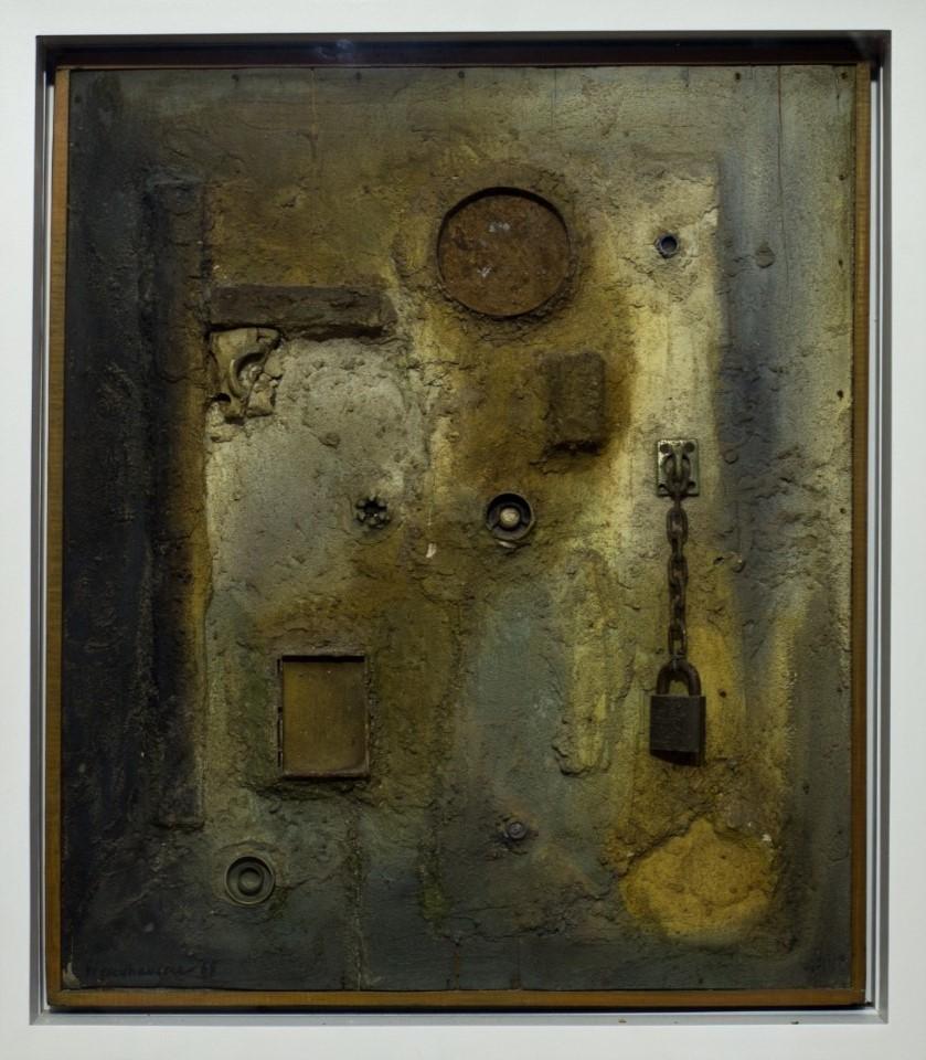 Paisagem lunar, Walter Wendhausen, 1968. Tinta, objetos e areia sobre madeira, 59,5x65,6cm.