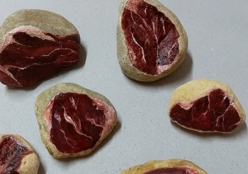 Série pedra carne, trabalho de Meg Tomio Roussenq